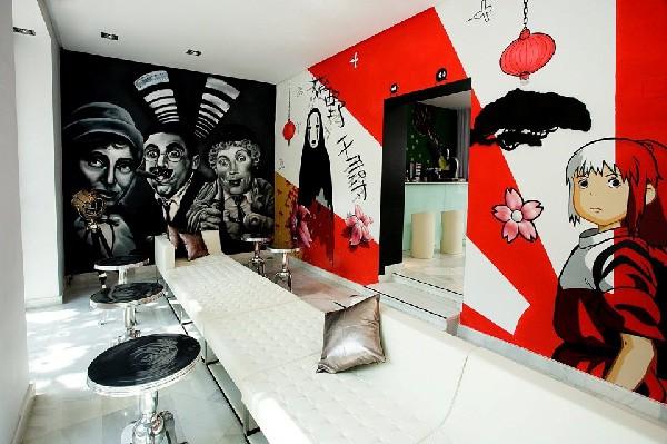 Cada habitación está decorada por un artista, normlamente inspiradas en el cine