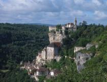 Rocamador: turismo religioso, quesos y casas en acantilados