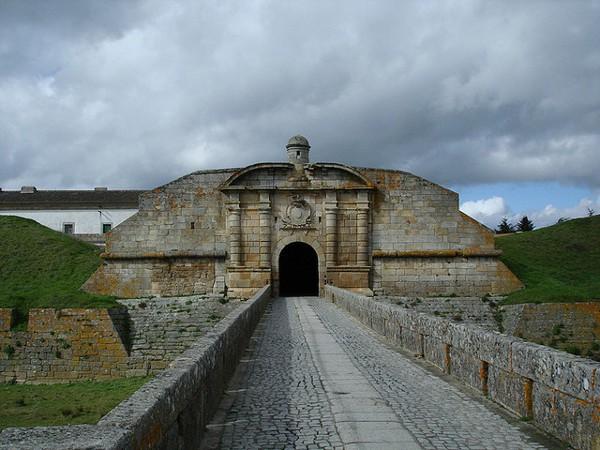Puerta de entrada a la fortaleza de Almeida