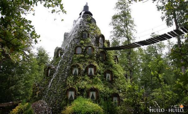 Un hotel con forma de volcán: Montaña Mágica