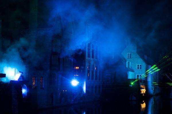 Los canales de Brujas se iluminan durante el Reiefeesten