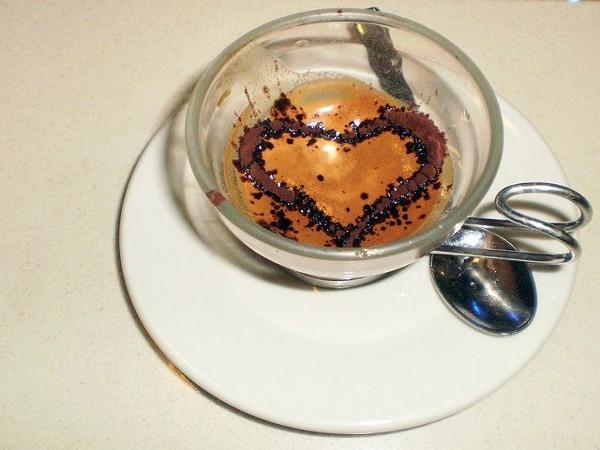 El café pendiente es una bonita acción solidaria que vuelve a estar de moda