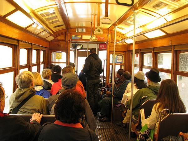 En el tranvía de Lisboa hay que tener cuidado con los carteristas