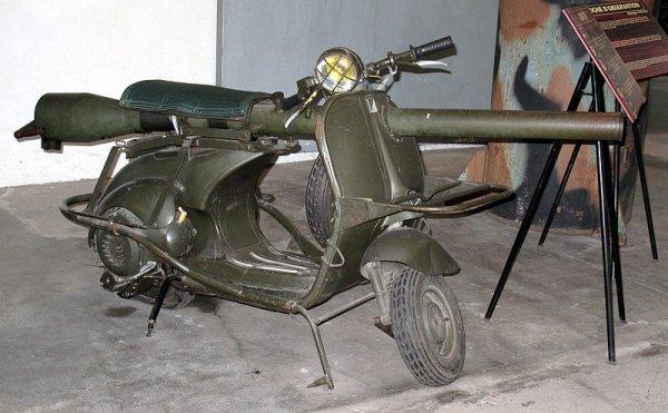 Curiosa Vespa preparada para la Segunda Guerra Mundial