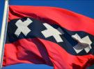 La bandera y escudo de Amsterdam