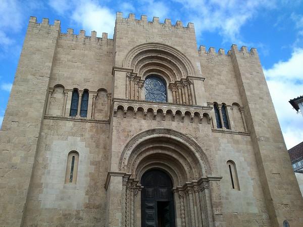 La Catedral Vieja de Coimbra parece un castillo