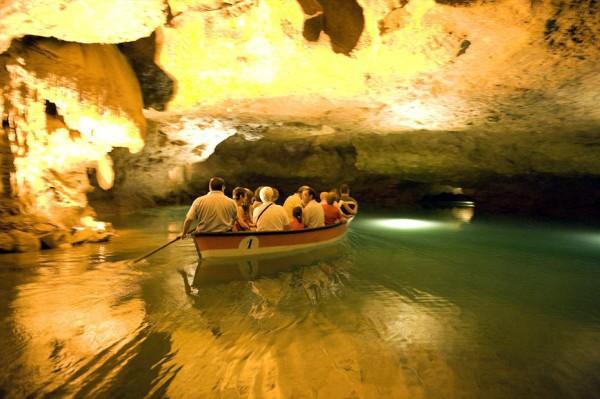 Las Cuevas de San José en Vall d'Uxó te llevan al interior de la Tierra