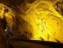 Cuevas del Agua, un pueblo asturiano al que se accede a través de la montaña
