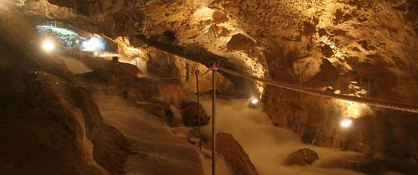 Las grutas de las Güixas, un viaje al interior de Huesca