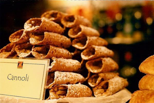 Los cannoli son un dulce típico de Sicilia
