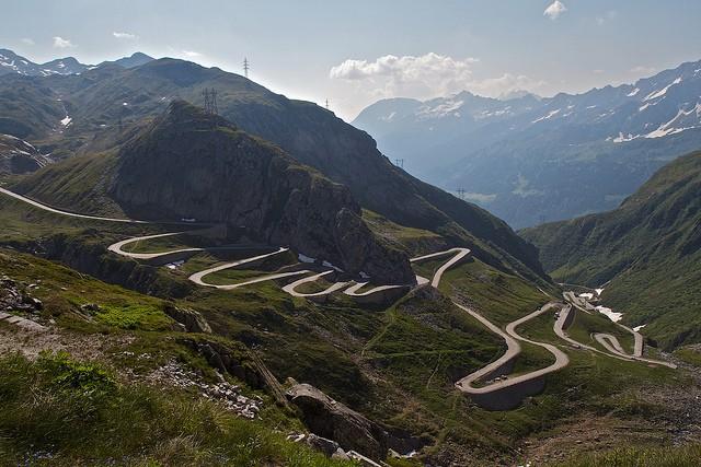El Paso de San Gotardo, bajo los Alpes suizos