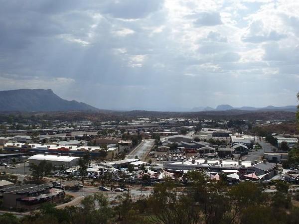 Vistas de Alice Springs, una ciudad de interior en Australia