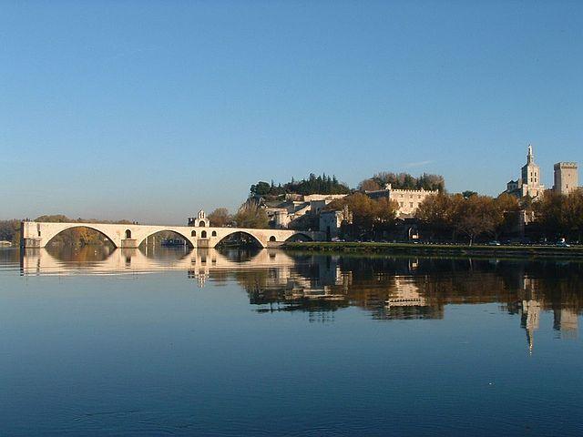 Puente de San Bénézet en  Aviñón