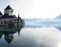 El castillo de Oberhofen, a orillas del lago Thun