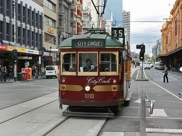 En Melbourne puedes hacer un recorrido turístico en tranvía gratis