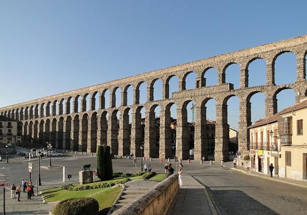 640px-Aqueduct_of_Segovia_02