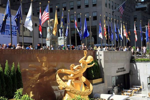 640px-USA-NYC-Rockefeller_Plaza1