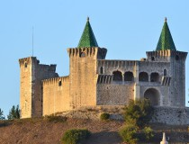 Porto de Mos y su castillo verde