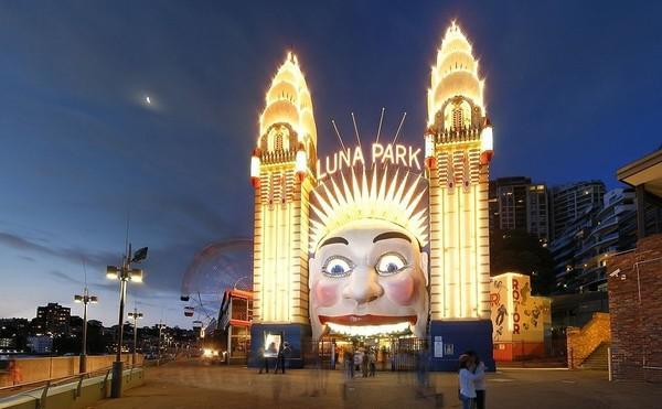 Así es la entrada a Luna Park, famoso parque de atracciones en Sidney