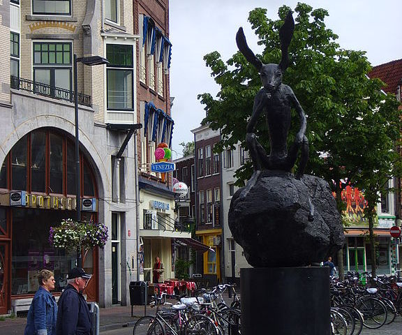 Estatua Thinker on a Rock en Utrecht