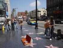 El Paseo de la Fama en Hollywood, miles de estrellas en la acera