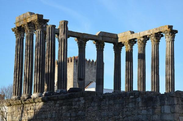 El Templo Romano es el símbolo de Évora