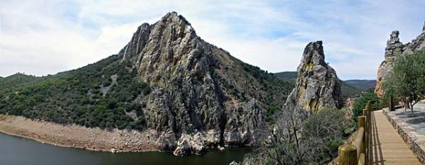 640px-Salto_del_Gitano_y_mirador,_Parque_Nacional_de_Monfragüe