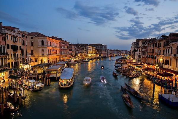 Gran Canal de Venecia de noche
