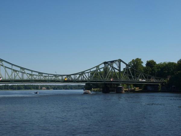 El Puente Glienicke es un escenario de famosos eventos durante la Guerra Fría