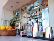 Un bar con mucho diseño, en Sky Bar