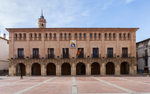 640px-Ayuntamiento,_Ateca,_Zaragoza,_España,_2013-01-07,_DD_01