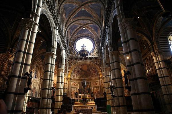 El espectacular interior de la Catedral de Siena