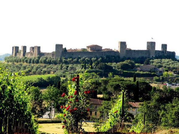 Vistas de Monteriggioni, precioso pueblo de la Toscana