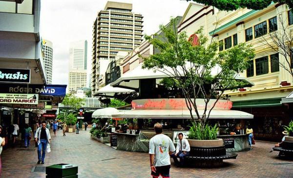 Queen Street Mall es la zona comercial más conocida de Brisbane