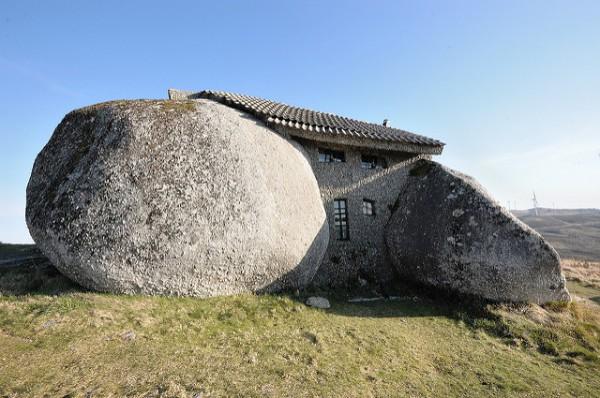 La Casa do Penedo es uno de los lugares más curiosos de Portugal