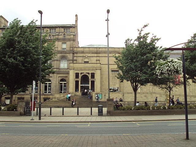 Mujer Reclinada, monumento en Leeds