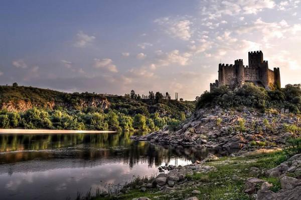 El Castillo de Almourol se encuentra sobre un islote en el Tajo