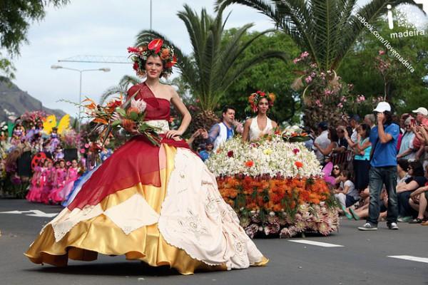Desfile durante la Fiesta de la Flor, en Madeira