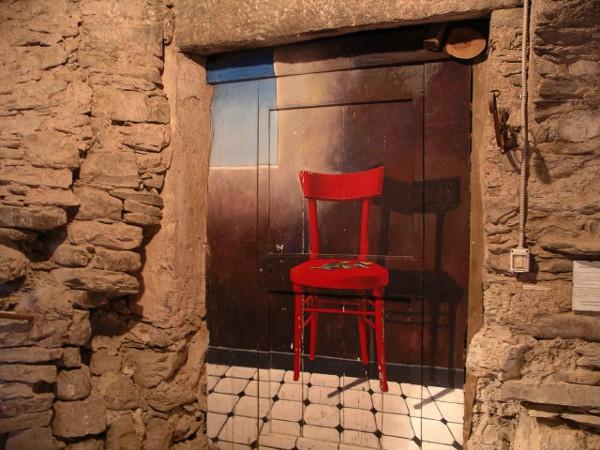 Puerta pintada en Valloria, un pueblo en Liguria
