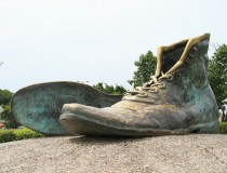 Monumento de los Zapatos Viejos de Cartagena de Indias