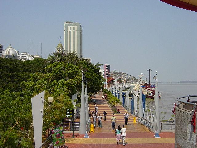 Monumento a Otto Arosema Gómez en Guayaquil