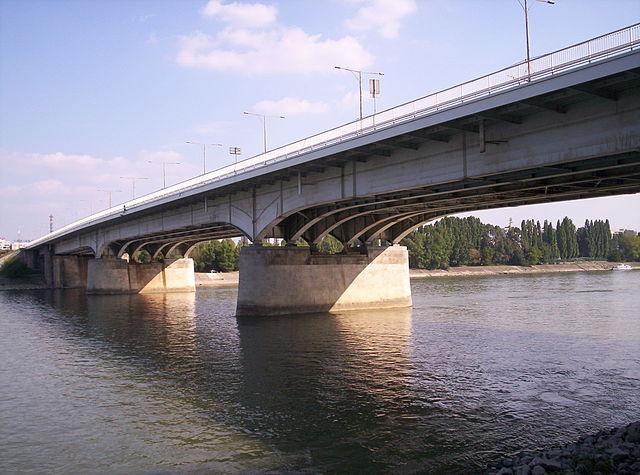 Puente Arpad en Hungría