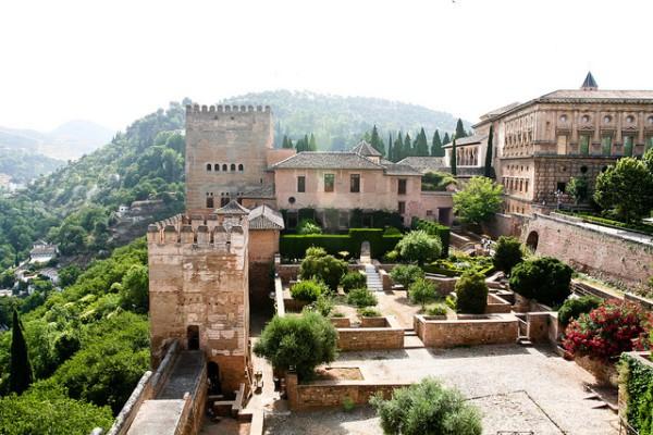 La Alhambra es uno de los monumentos más famosos de España
