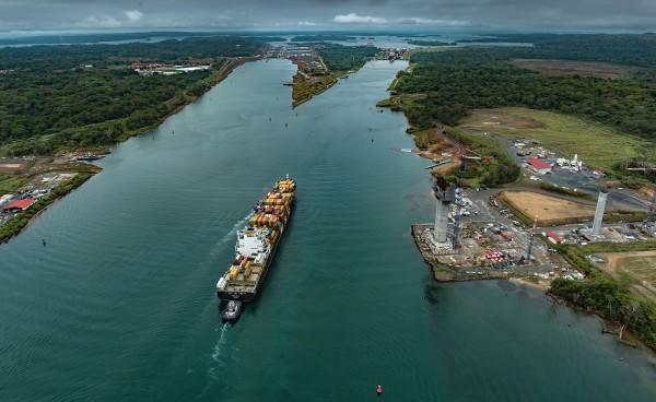 Por la nueva vía del Canal de Panamá transitarán barcos de mayor capacidad de carga