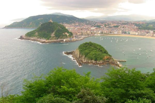 La isla de Santa Clara, en medio de la bahía de La Concha