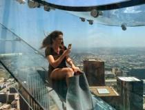 El tobogán de cristal en Los Angeles, una descarga de adrenalina a 300 metros de altura