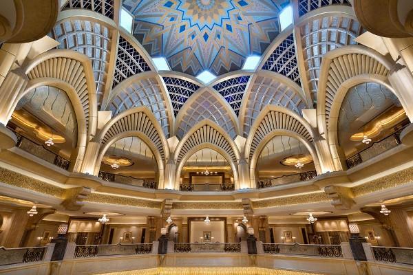El lujoso hall principal del Emirates Palace