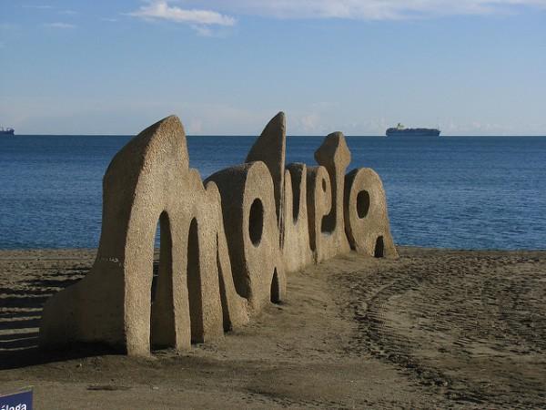 Escultura en La Malagueta, la playa más famosa de Málaga
