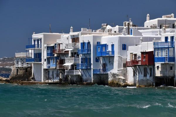 Mykonos es una isla griega famosa por sus fiestas