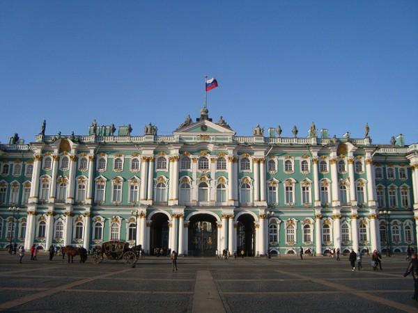 El Palacio de Invierno es uno de los edificios más bonitos de San Petersburgo